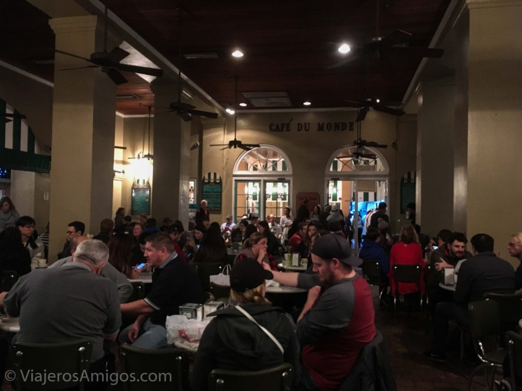 new orleans places to eat cafe du monde