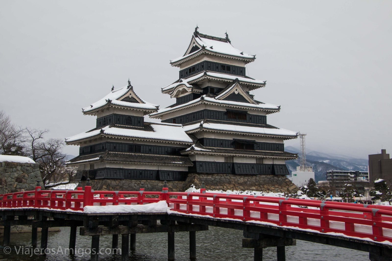 the scenic bridge outside of matsumoto castle