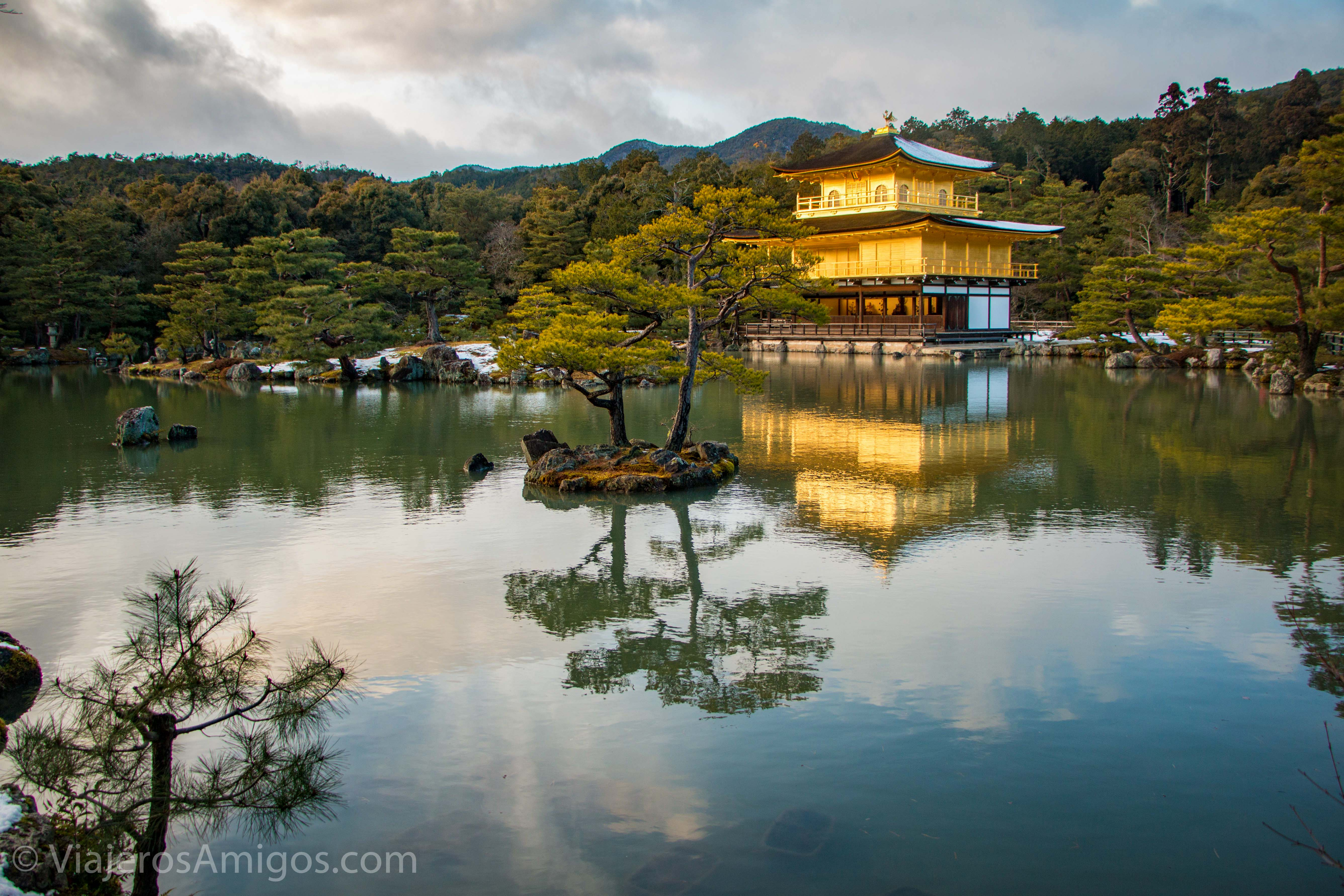 kinkakuji temple lake