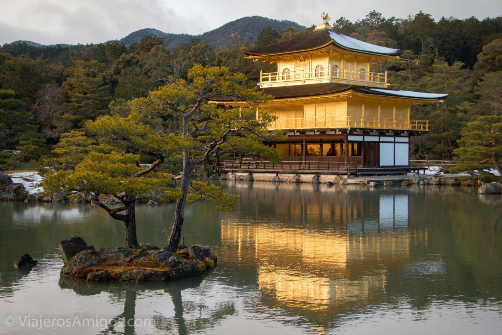 kinkakuji temple lake 2