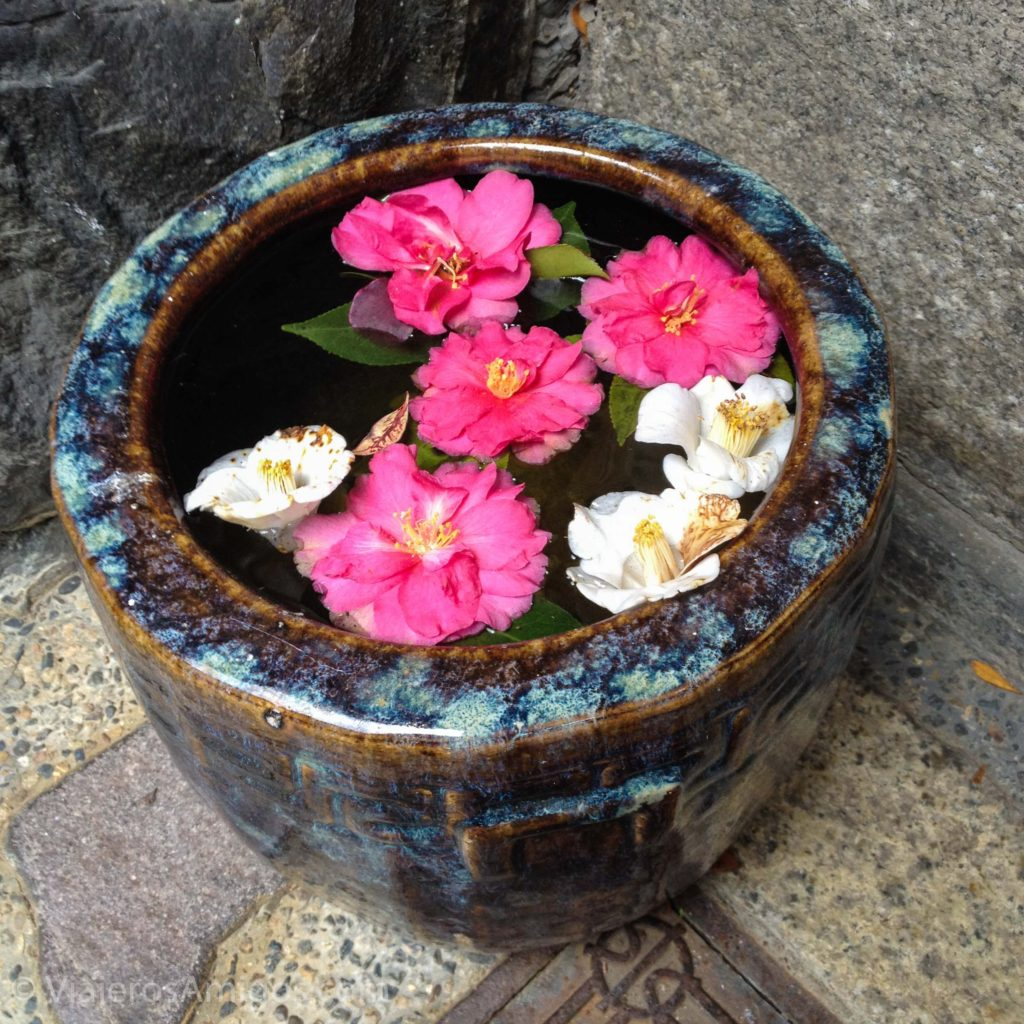 kyoto gion streets flowers
