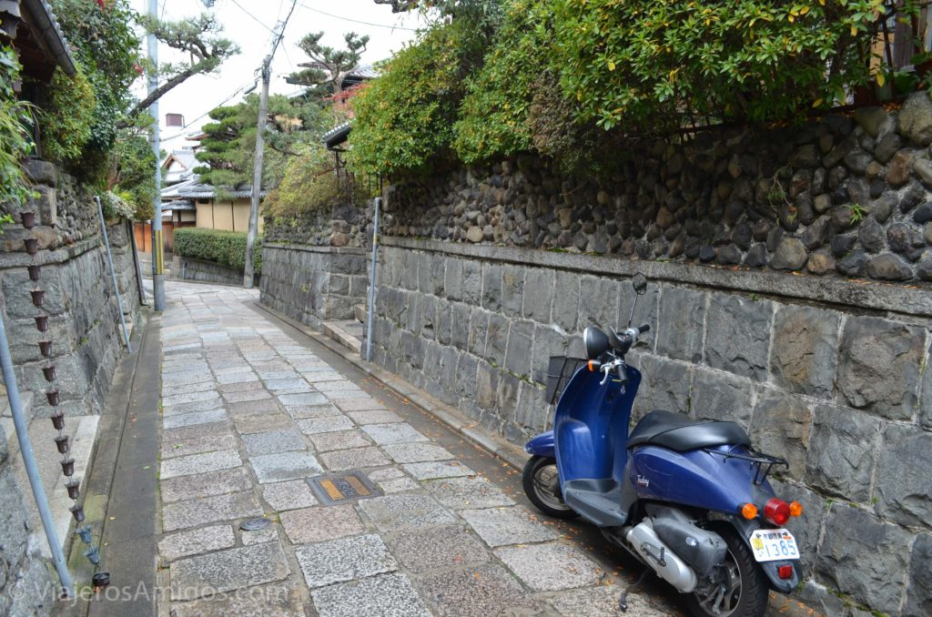 kyoto gion scooter